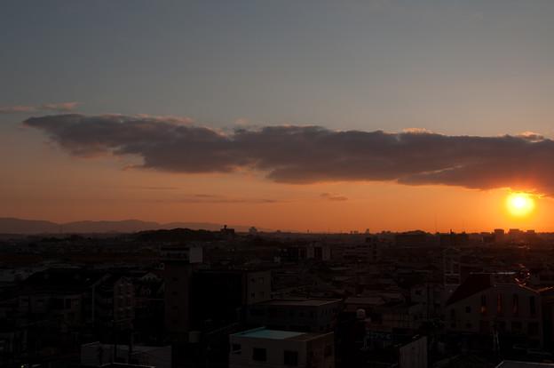 夕暮れの街、そして十字架
