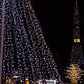 クリスマスデコレーションツリーとテレビ塔