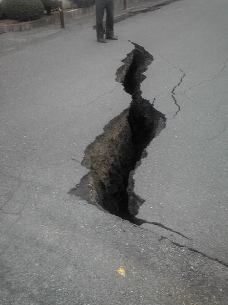 Photos: 地割れ。まずいです。