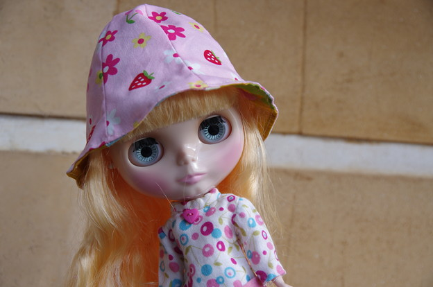 どうかしら? ピンクの帽子^^