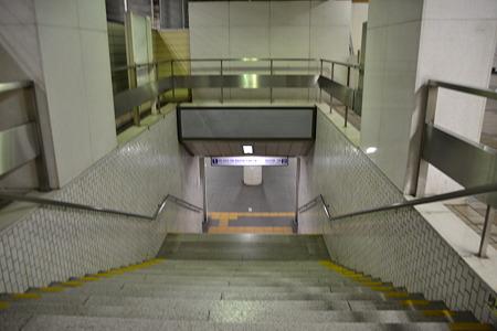 ひとけのない階段@東成田駅[7/30]