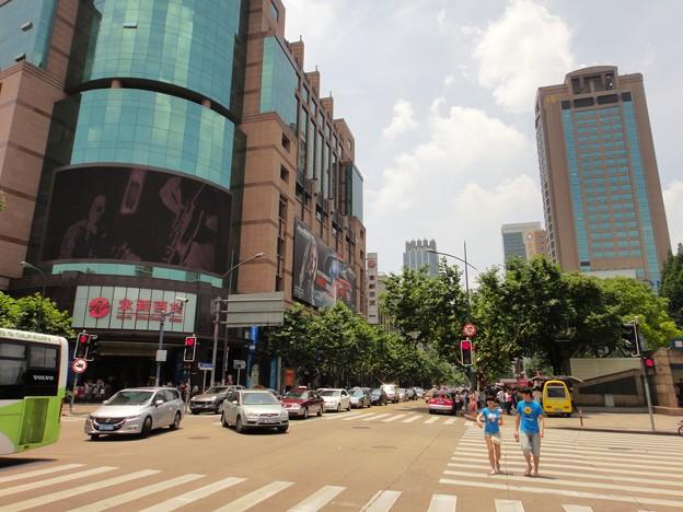 暑い夏 上海 淮海路尾横断歩道