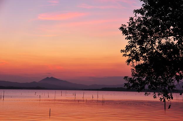 湖畔の夕景