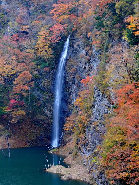 回顧の滝(みかえりのたき)秋景色