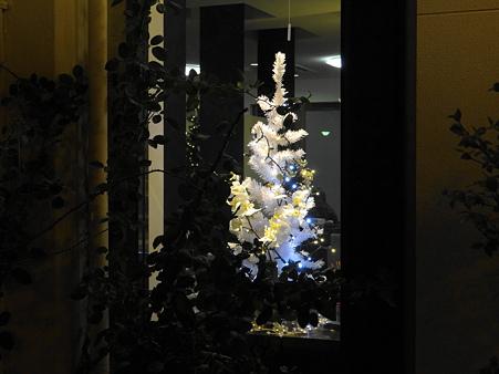 窓辺のクリスマスツリー