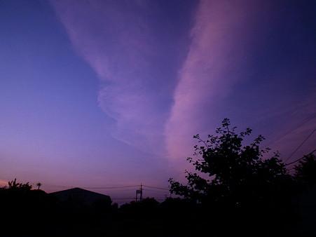 夜明けの雲はVサイン!