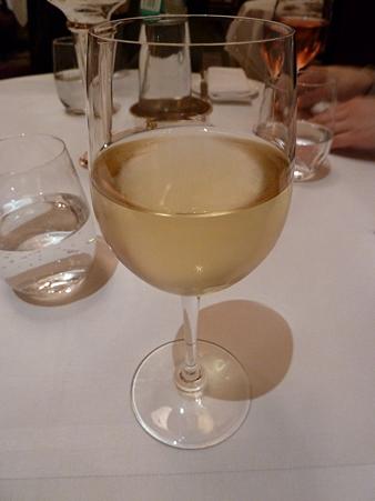 アルコールはグラスワイン1杯まで