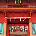 写真: 楼門と拝殿