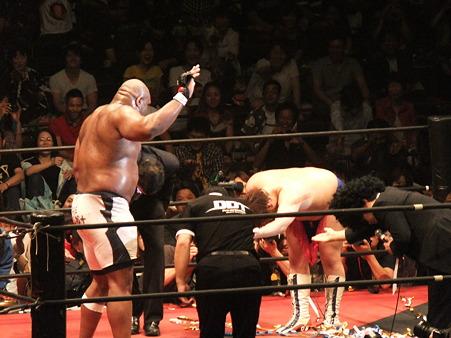 DDT 両国ピーターパン2011 〜二度あることは三度ある〜 男色ディーノvsボブ・サップ (21)