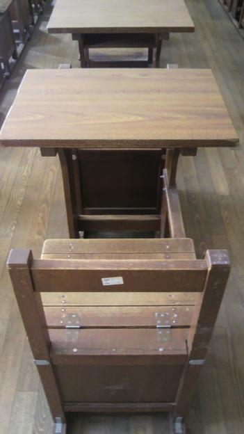 Photos: 灘生ほいほいの旧机椅子 母...