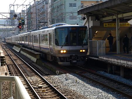 223系(今宮駅)
