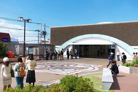 2011.10.04 駅 赤い羽根募金 始まる