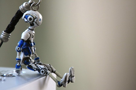 2012.01.18 机 携帯ストラップはロボット