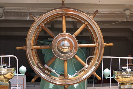 2011.04.05 みなとみらい 帆船日本丸 舵輪