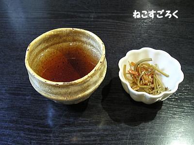 手打ちそば 満作 @ 鳩山(高坂駅) お茶ときんぴらごぼう