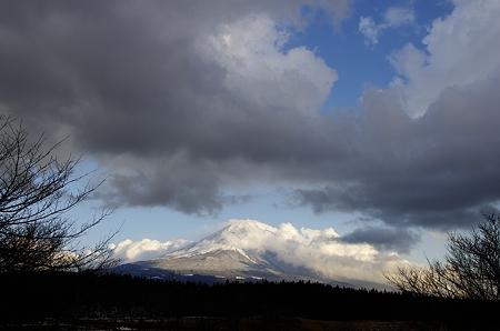 雲と青空と富士山