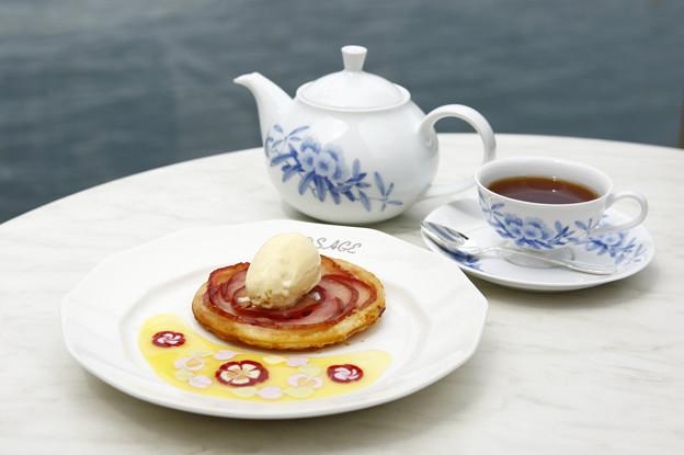 ロザージュ伝統のあつあつりんごパイ-自家製 バニラアイス添え-