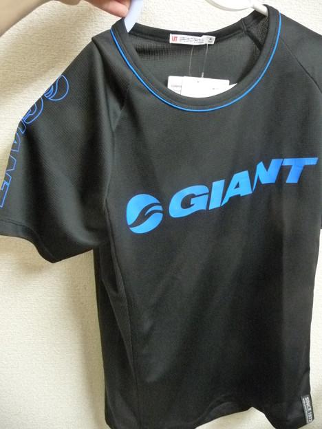 GIANT Tシャツ