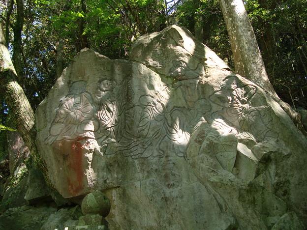 富川渓谷の磨崖仏