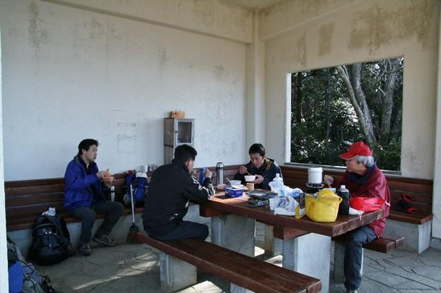 3月11日富幕山山頂休憩舎