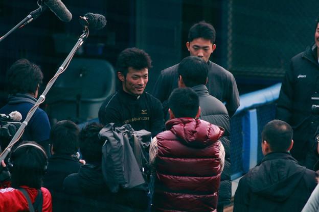 中畑に挨拶する小林太志、加賀、安斉