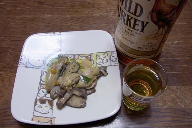 R0011828牡蠣とマッシュルームのバーボン蒸しオリーブオイル漬け