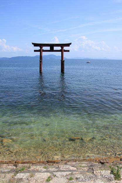 琵琶湖の中の鳥居