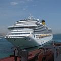 写真: 座礁した、Iコスタ・コンコルディア号・イタリア豪華客船