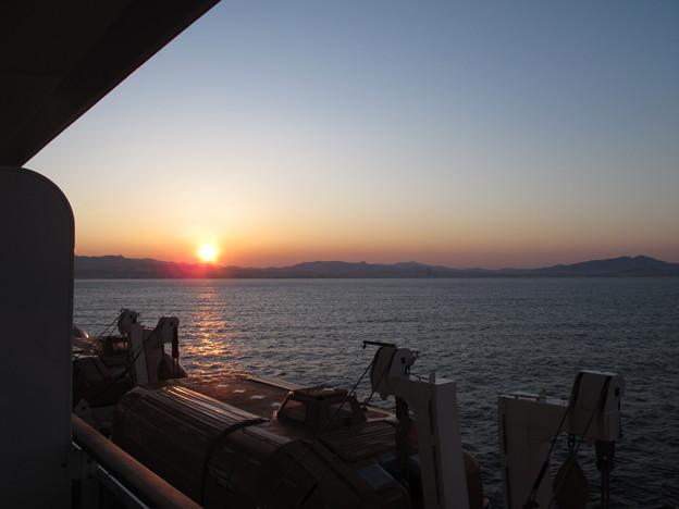 写真: 地中海クルーズの夕暮れ