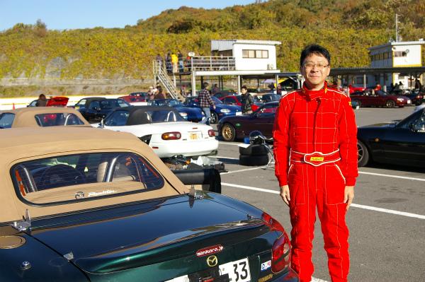 レーシングスーツで気合バッチリ!