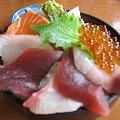 写真: レディース海鮮丼